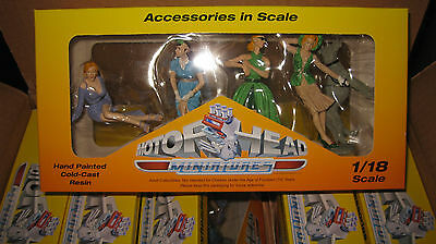 6 x PACKETS OF SET OF 4 VINTAGE VIXENS + DOG FIGURINES DIORAMA DISPLAY 1/18 #857