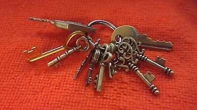 miscellaneous lot of  Keys miniture Skeleton -chest- other