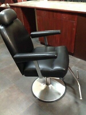 Hairdressing/BARBER CHAIR Wth Foot-bar & Hydraulics* EXCELLENT CONDITION .