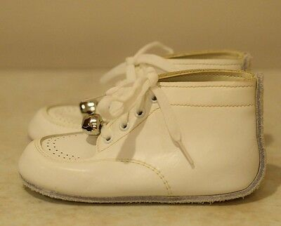 White vintage toddler leather shoes w/ bells size 4-1/2 D