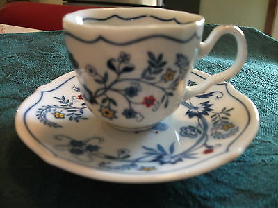 Avon 1984  European Tradition Tea Cup & Saucer Collection Set - The Netherlands