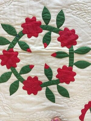 "Antique Appliqué Quilt ""Wreath Of Roses"""