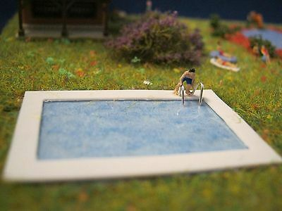 (JS03) Bathing man at the swimming pool Scale Gauge Z (1:220)