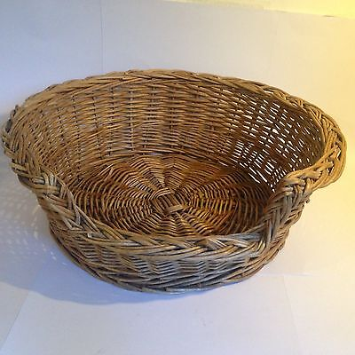 Small Wicker Cat Dog Basket Well Made No Chemicals