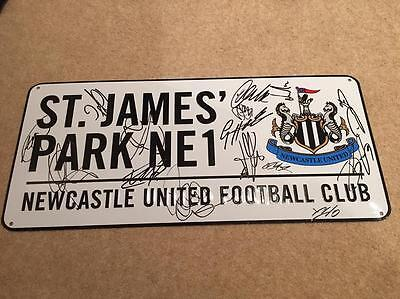 Newcastle United Signed Street/road Sign By 2017 Squad Proof Shirt Ball