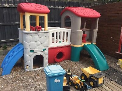 Lerado delux Playing Centre / Cubby House