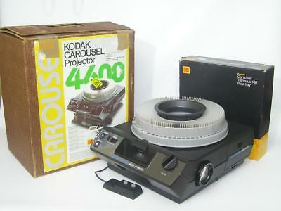 KODAK CAROUSEL 4600 Slide Projector w/ Remote and Tray