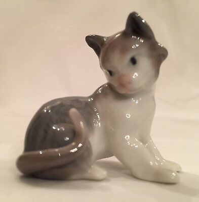 Lladro Porcelain Figurine  Tiny Kitten