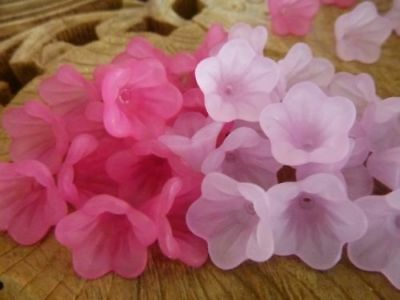 40 pce Pink Acrylic Bell Flower Beads 16mm x 12mm Jewellery Making Hat Craft