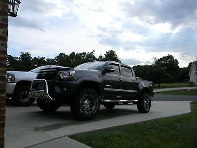2013 Toyota Tacoma TRD SPORT 4X4 DOUBLE CAB 4X4 TRD SPORT LIFTED LOW MILES 2 OWNER LOTS OF XTRAS VERY CLEAN NEVER IN MUD