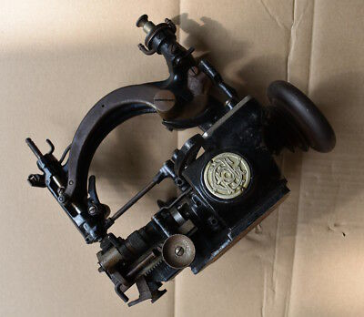 Seltene kleine deutsche Nähmaschine.Antik.Rare antique german Sewing machine
