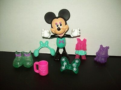 Minnie Mouse Bow tique Snap & Style Minnie Doll with Accessories Ready for Snow