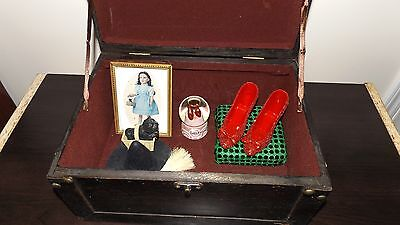 wizard of oz trunk/rare keepsake ornaments.