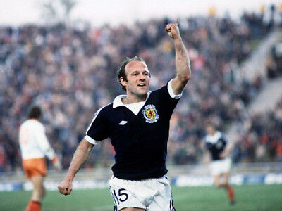 *stunning Photo* Scotland 1978 Wc Archie Gemmill (Sco-039)