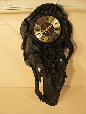 Leather wall clock, hand made (ref 762)