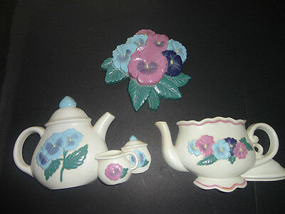 Home Interiors 3pc Set Resin '' Pansy Tea Pot & Cup '' Wall  Pockets / Accent