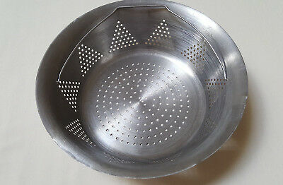 "Vintage Stainless Steel 10"" Diam 3"" High Strainer Steam Basket with Handle Used"