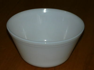 Vintage Federal White Glass 9'' inches diameter Bowl - Oven ware - Mixing Bowl