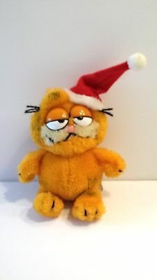 GARFIELD with Santa Hat 1981 Fun Farm Plush - Measures 5.5 inches sitting
