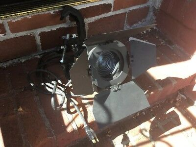LTM PEEPER 420W FRESNEL TUNGSTEN LIGHT WITH 4 Leaf Barn And Bulb