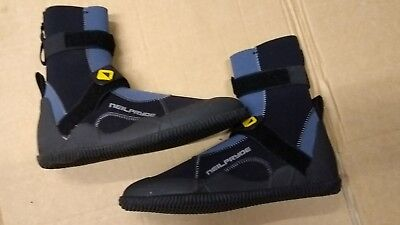 Neil Pryde 4000 series 3mm boots brand new, ex display,size 7 surf, kite,sup.
