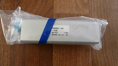 NEW SMC CYLINDER CDQ2B20-70D-X439 w/SENSOR SCREWS  *NEW IN PACKAGE*