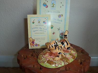 """Royal Doulton Winnie The Pooh Figurine """"SOMETIMES AUTUMN TICKLES YOUR NOSE"""" WP43"""
