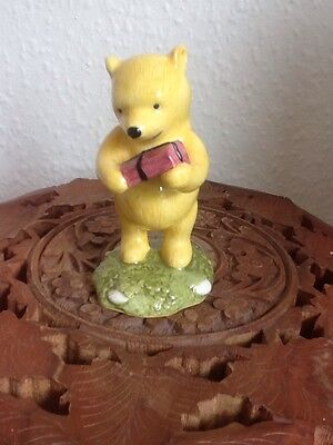 """Royal Doulton Winnie the Pooh """"WINNIE THE POOH AND THE PRESENT"""" WP18"""