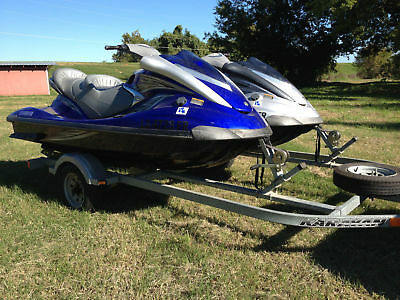 Set of two 2007 Yamaha FX Cruiser High Output Wave Runners
