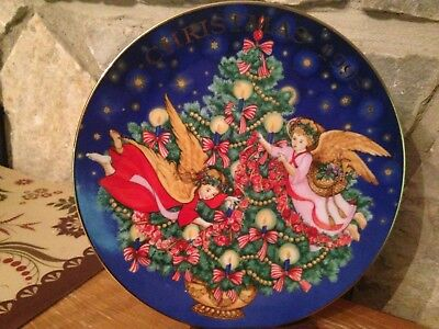 """Avon 1995 """"Trimming the Tree"""" 8.5"""" plate with angels trim 22K gold (CLEARANCE)"""