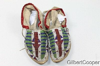 Early Sioux Mens Beaded Moccasins