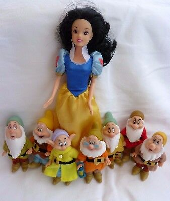 Snow White And The Seven Dwarves (with moving parts) Doll Figures. Good gift.