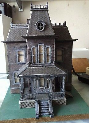 Laser cut ply wood wooden Bates house model from the film psycho 3d puzzle / Kit
