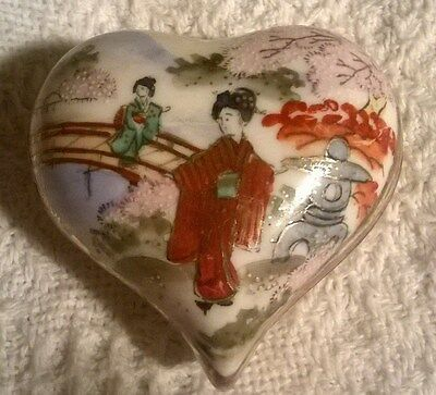 Antique ORIENTAL Porcelain Heart Shaped Hand Painted Pill Box MARKED Beautiful