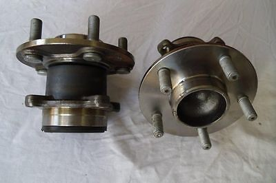 Trailer hub and bearing using fitment standard Ford 5 Stud