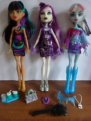 Cleo De Nile, Spectra, Lagoona Blue & Accessories Monster High Toy Bundle.