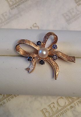 14k yg 5 Blue Sapphire 5.5mm Cultured Pearl Florentine Finish Bow Pin .45 tw