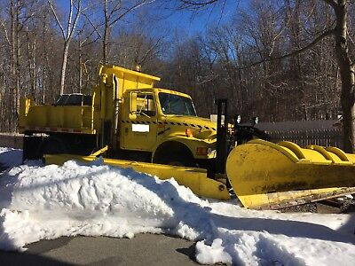 1993 International 4900 With 11' Plow And 11' Wing Plow