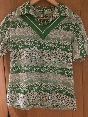 Genuine 1960s or 1970s green and white vintage floral top blouse
