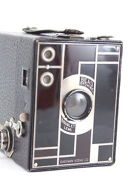 KODAK BEAU Brownie, maroon and black, shutter firing