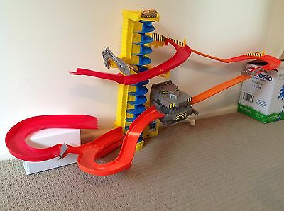 Hot wheels 'Wall Tracks' Power Tower  Race Car Set - Repaired Item - Works Well!