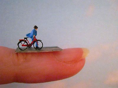 (ST01) man with bike Scale Gauge Z (1:220)