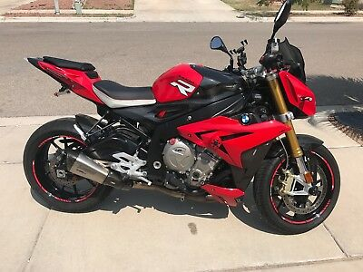 2015 BMW Other  BMW S1000R - BMW Factory upgrades: HP4 levers + Carbon Fiber + AKRA Exhaust.