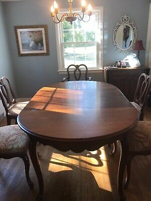 Wood dining room set; table with leaf, 5 chairs, hutch and buffet/server