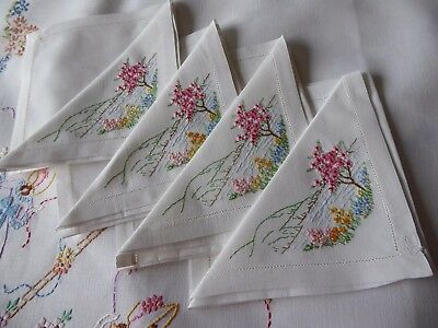 Vintage Hand Embroidered Linen Napkins X 4 Beautiful Floral Embroidery