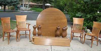 Gorgeous Tiger Oak round table with leaves. Four vintage chairs. Local pickup.
