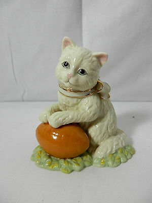 Lenox Collections Ivory Fine China Figurine - Touchdown Kitty