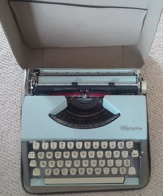 Vintage 1960s Olympia De Luxe manual typewriter with original case - in VGC