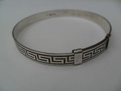 Vintage 1976 Hallmarked Sterling silver Adult Sized 7 mm Wide Expanding Bangle