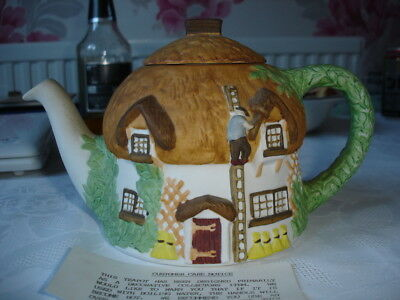 Christopher Wien Thatch Cottage - Decorative Ornamental Novelty TeaPot Boxed